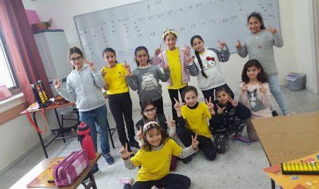 طالبات الخوارزمي الصغير في مدرسة الراهبات الوردية
